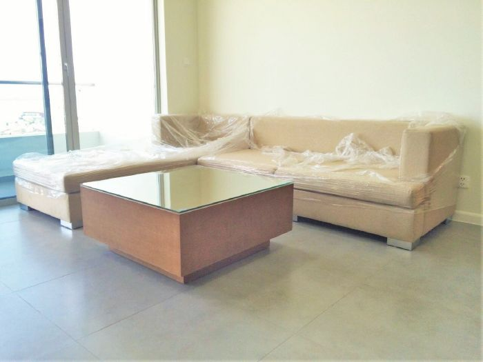 2 bedroom apartment on middle level with Westlake view for rent in Watermark Lac Long Quan
