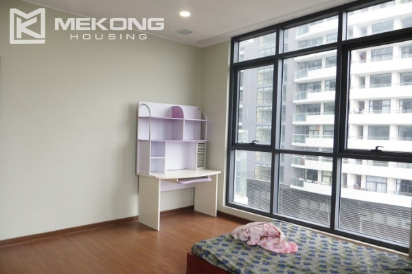 2 bedroom apartment with full furniture for rent in Trang An Complex 8