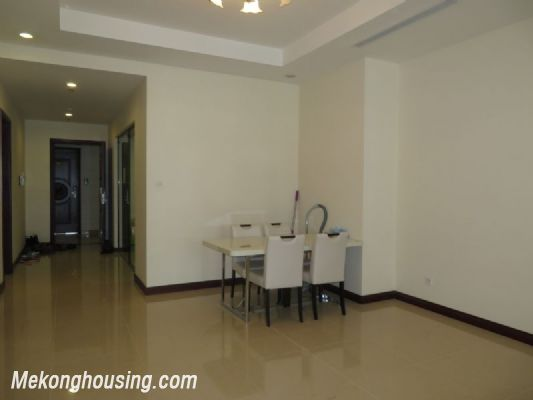 2 bedroom apartment with full furniture on high floor for rent in Vinhomes Royal City, Thanh Xuan district, Hanoi 3