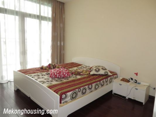 2 bedroom apartment with full furniture on high floor for rent in Vinhomes Royal City, Thanh Xuan district, Hanoi 4