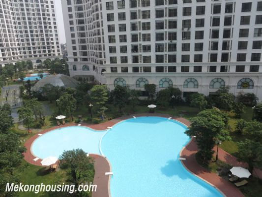 2 bedroom apartment with full furniture on high floor for rent in Vinhomes Royal City, Thanh Xuan district, Hanoi 11