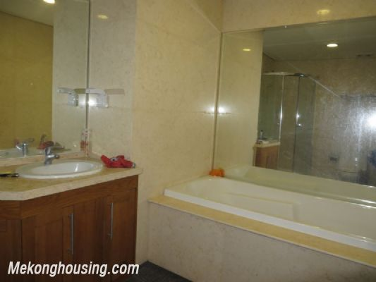 2 bedroom apartment with full furniture on high floor for rent in Vinhomes Royal City, Thanh Xuan district, Hanoi 9