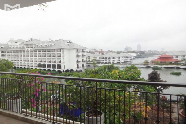 2 bedroom serviced apartment with nicely furnished furniture and lake view for rent in Au Co street, Tay Ho district, Hanoi 5