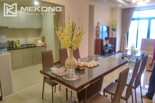 3 bedroom apartment on high floor for rent in R4 Royal City Hanoi 4