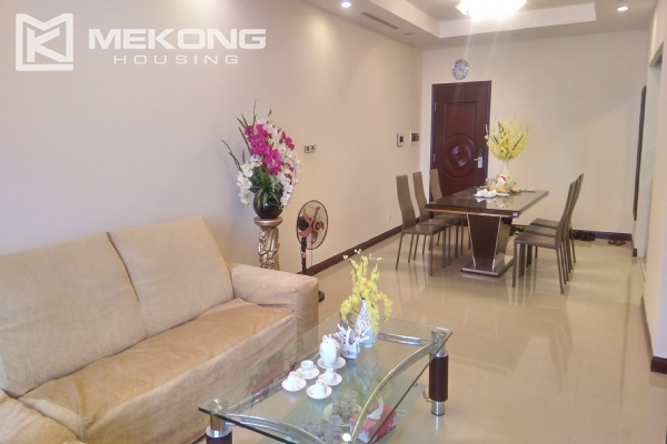 3 bedroom apartment on high floor for rent in R4 Royal City Hanoi 3