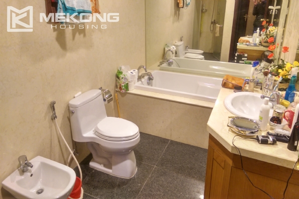 3 bedroom apartment on high floor for rent in R4 Royal City Hanoi 14