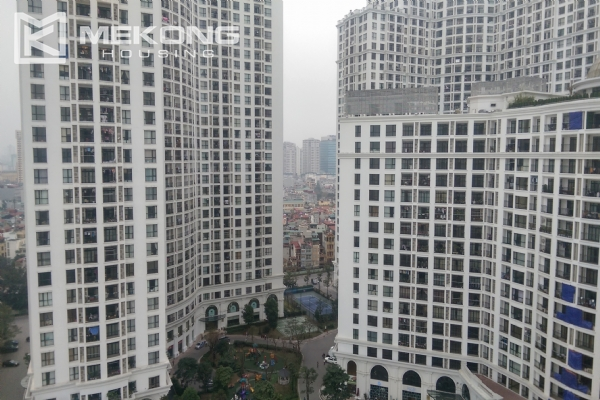 3 bedroom apartment on high floor for rent in R4 Royal City Hanoi 17