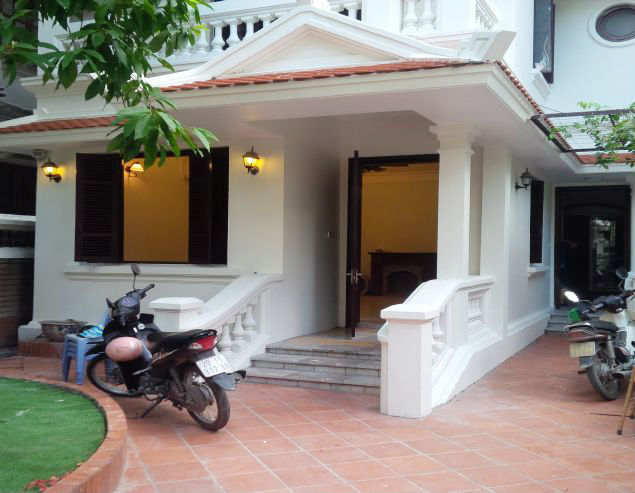 3 bedrooms house near Westlake for lease in Nghi Tam village, Au Co, Tay Ho, Hanoi
