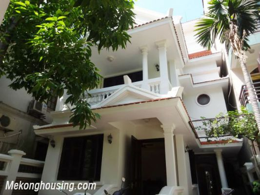 3 bedrooms house near Westlake for lease in Nghi Tam village, Au Co, Tay Ho, Hanoi 1