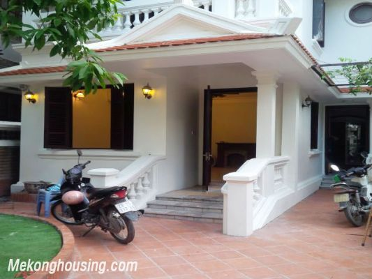 3 bedrooms house near Westlake for lease in Nghi Tam village, Au Co, Tay Ho, Hanoi 2