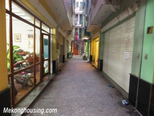 4 floors house with modern furniture for rent in Doi Can street, Ba Dinh district, Hanoi 1