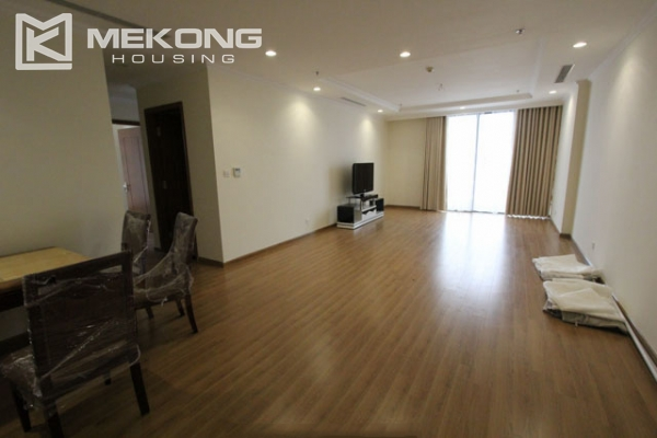 4-bedroom apartment for rent in Vinhomes Nguyen Chi Thanh 1