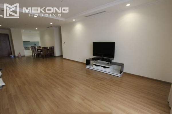 4-bedroom apartment for rent in Vinhomes Nguyen Chi Thanh 2