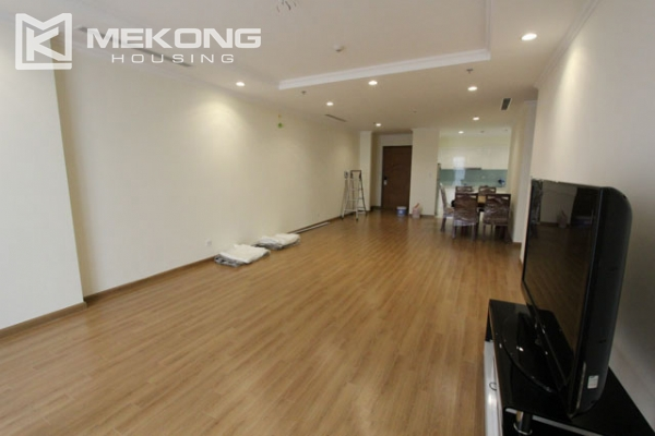 4-bedroom apartment for rent in Vinhomes Nguyen Chi Thanh 3