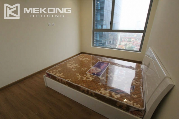 4-bedroom apartment for rent in Vinhomes Nguyen Chi Thanh 4