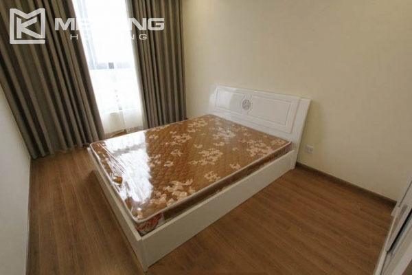 4-bedroom apartment for rent in Vinhomes Nguyen Chi Thanh 10