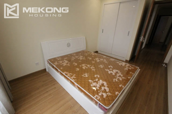 4-bedroom apartment for rent in Vinhomes Nguyen Chi Thanh 11