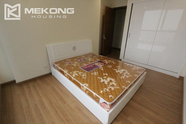 4-bedroom apartment for rent in Vinhomes Nguyen Chi Thanh 5