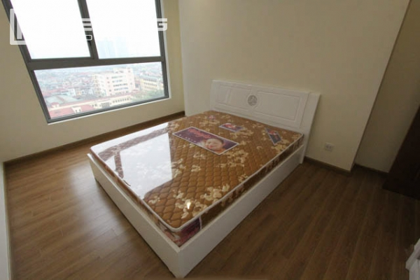 4-bedroom apartment for rent in Vinhomes Nguyen Chi Thanh 6