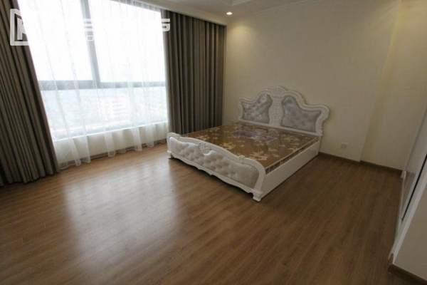 4-bedroom apartment for rent in Vinhomes Nguyen Chi Thanh 7
