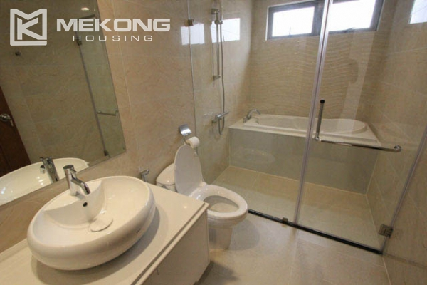 4-bedroom apartment for rent in Vinhomes Nguyen Chi Thanh 9