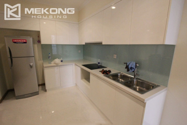 4-bedroom apartment for rent in Vinhomes Nguyen Chi Thanh 18