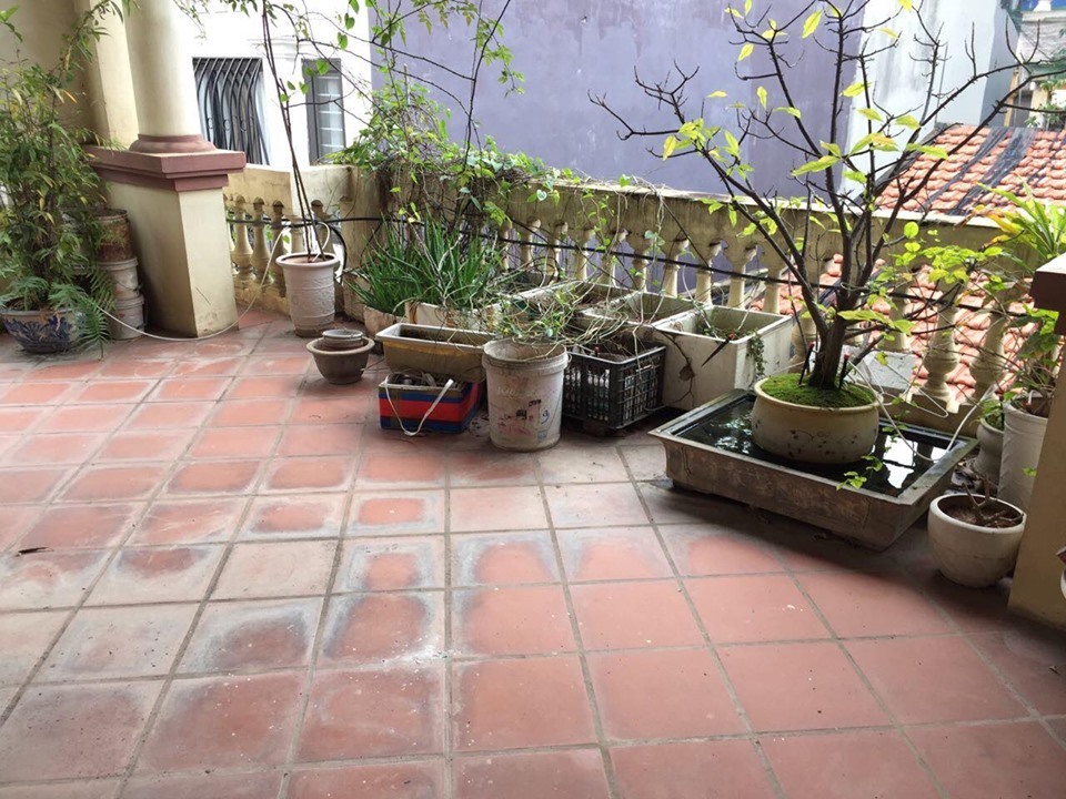 4-floor house for rent, alley 191 Lac Long Quan, Tay Ho, Hanoi 1