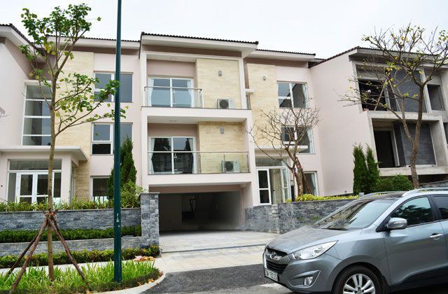 Ciputra brand new villa with 6 bedrooms and beautiful surroundings in The Central Park Residence