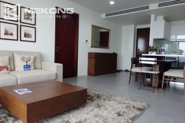 A lake view apartment with 2 bedrooms for rent in Watermark Cau Giay 2