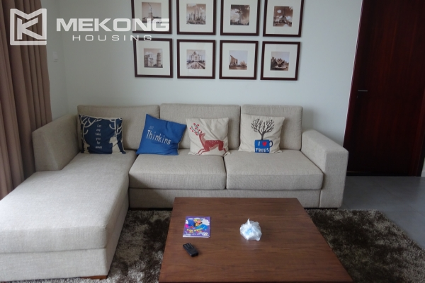 A lake view apartment with 2 bedrooms for rent in Watermark Cau Giay 3