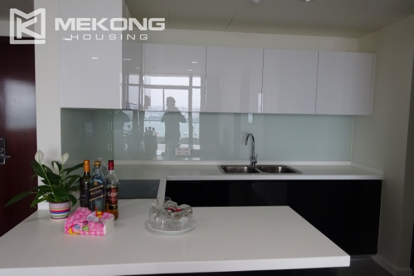 A lake view apartment with 2 bedrooms for rent in Watermark Cau Giay 7