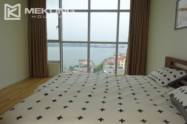 A lake view apartment with 2 bedrooms for rent in Watermark Cau Giay 18