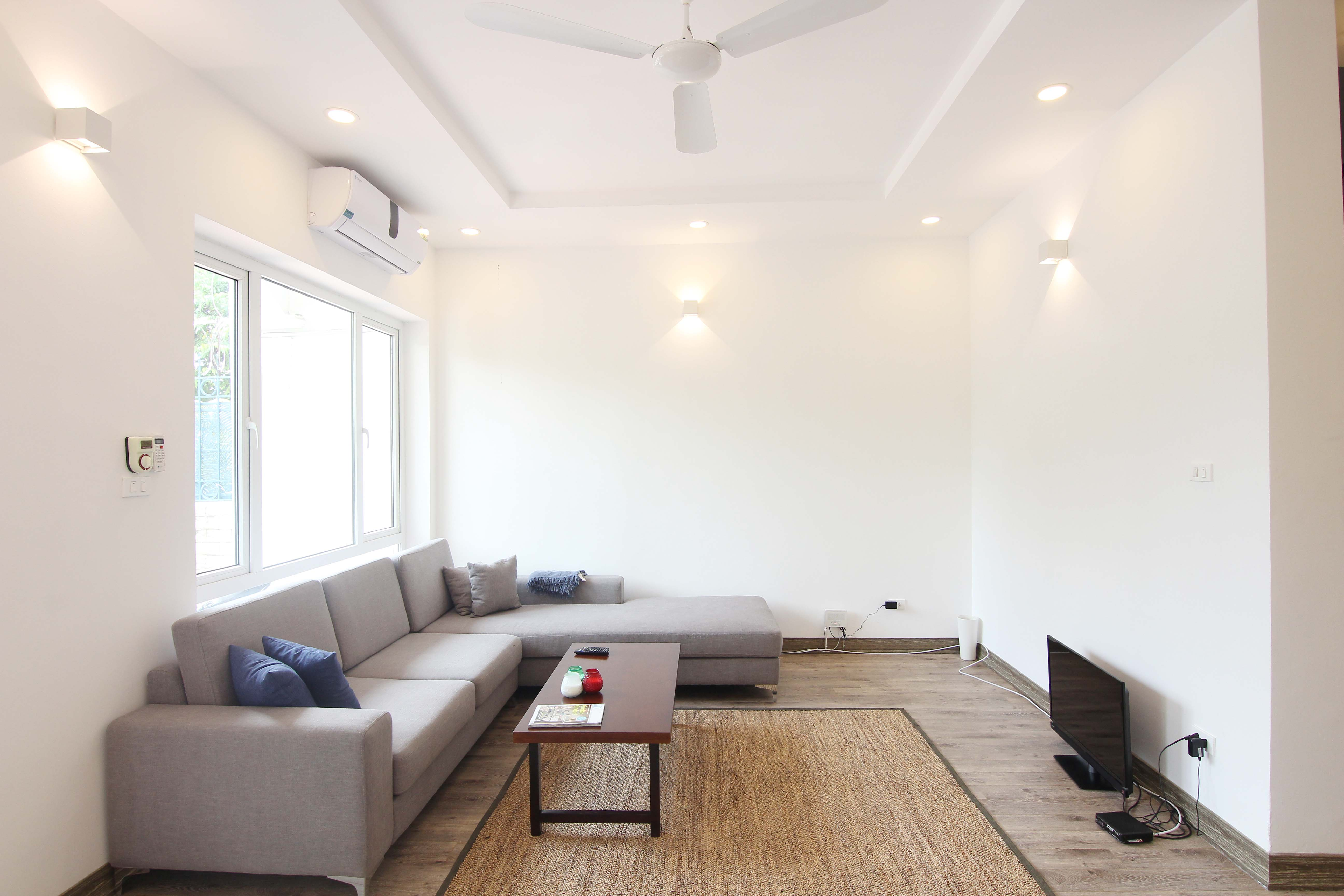 A lovely villa with 5 bedroom for rent on Xom Chua street, Tay Ho district 2