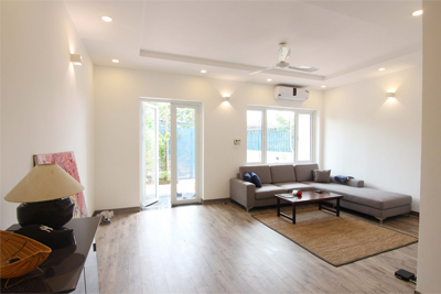 A lovely villa with 5 bedroom for rent on Xom Chua street, Tay Ho district