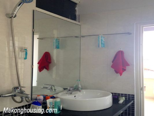 A nice serviced apartment with 1 bedroom for rent in Vong Thi street, Tay Ho district 7