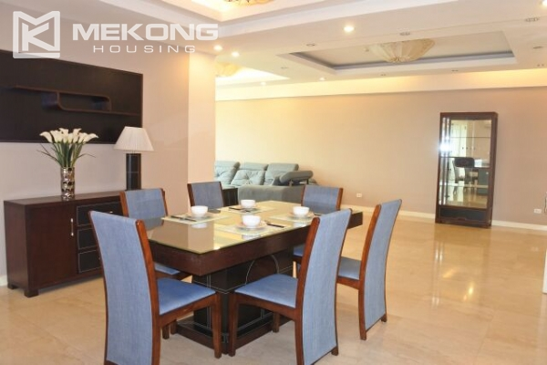 A well designed 182 m2 apartment with 3 bedrooms on high floor in P tower, Ciputra Hanoi 4