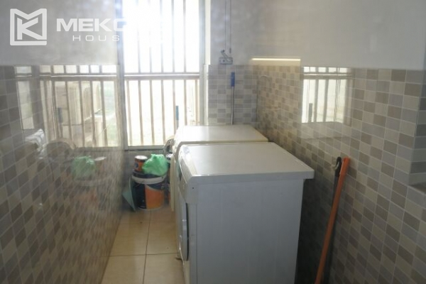 A well designed 182 m2 apartment with 3 bedrooms on high floor in P tower, Ciputra Hanoi 9