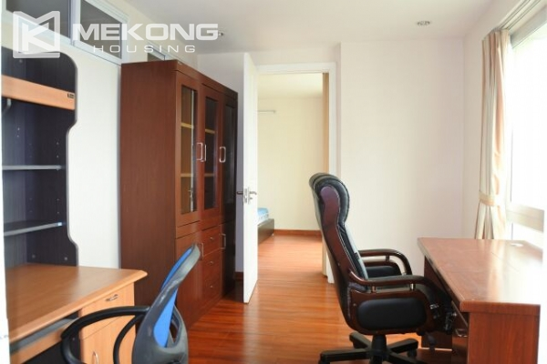 A well designed 182 m2 apartment with 3 bedrooms on high floor in P tower, Ciputra Hanoi 15