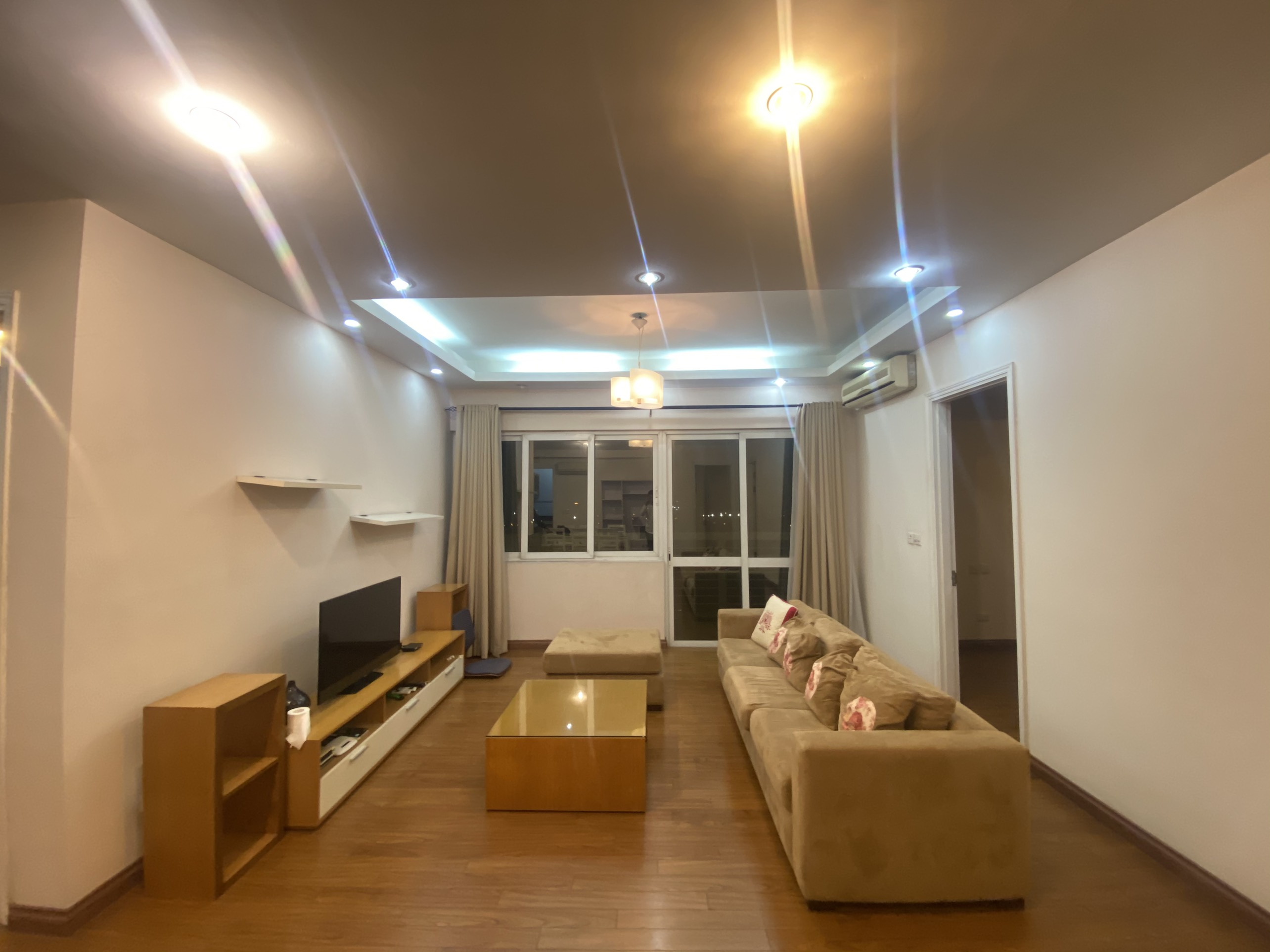 Apartment for rent in area of 153sqm with 4 bedrooms, 3 bathrooms in E5 Ciputra building.