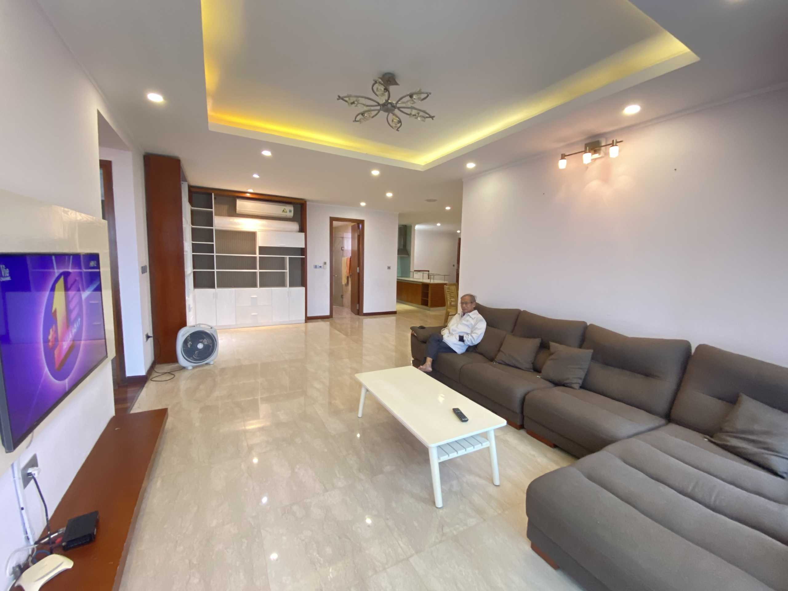 Apartment for rent with area of 154 sqm with 3 bedrooms in Ciputra L2 building