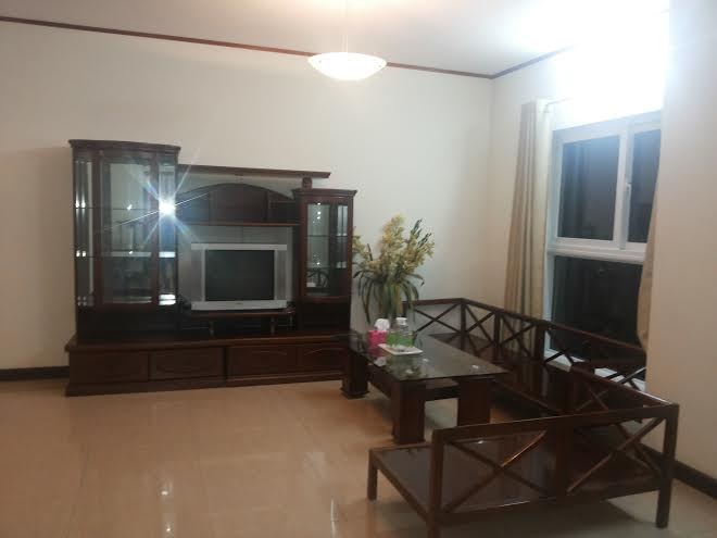 Apartment with 3 bedrooms for rent in Vuon Dao building, 689 Lac Long Quan, Tay Ho district, Hanoi
