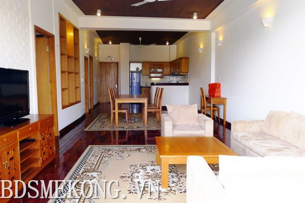Apartment with lake view, 02 balconies for rent in Quang An, Tay Ho