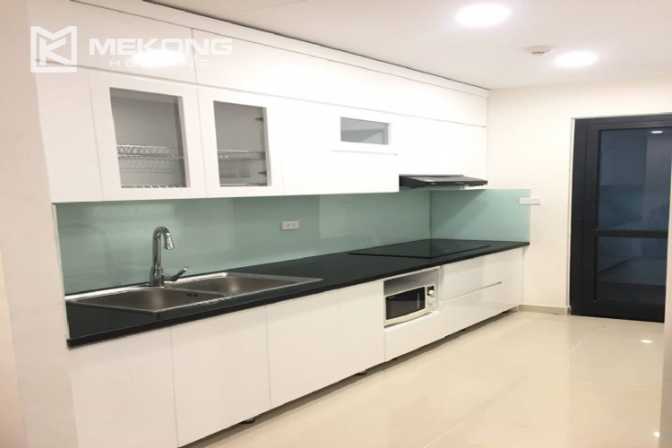 Beautiful apartment with 2 bedrooms for rent in Goldmark city, 136 Ho Tung Mau 3