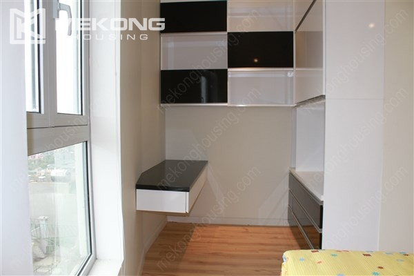 Beautiful apartment with 2 bedrooms on middle level in Watermark Lac Long Quan 10