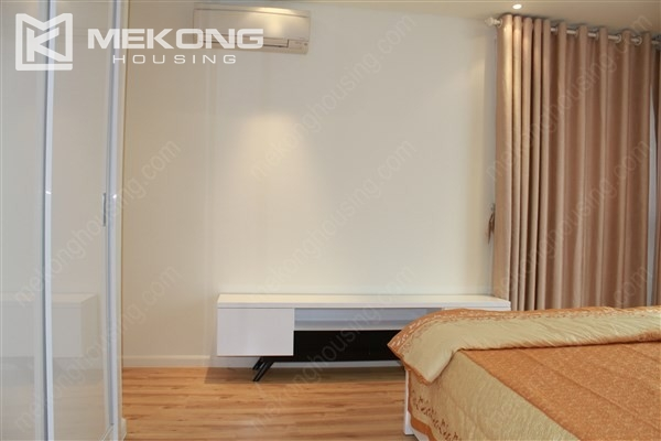 Beautiful apartment with 2 bedrooms on middle level in Watermark Lac Long Quan 13