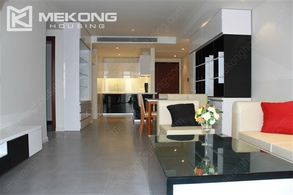 Beautiful apartment with 2 bedrooms on middle level in Watermark Lac Long Quan 2