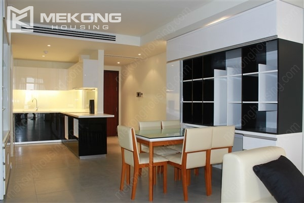 Beautiful apartment with 2 bedrooms on middle level in Watermark Lac Long Quan 3