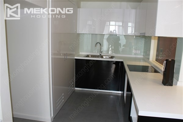 Beautiful apartment with 2 bedrooms on middle level in Watermark Lac Long Quan 4