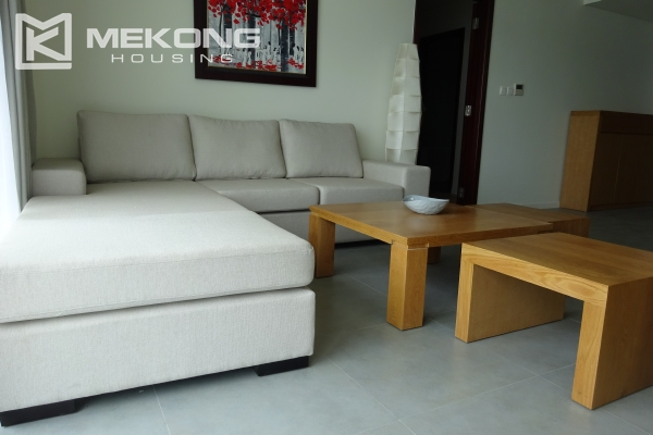 Beautiful lake view apartment for rent in Watermark Lac Long Quan 4