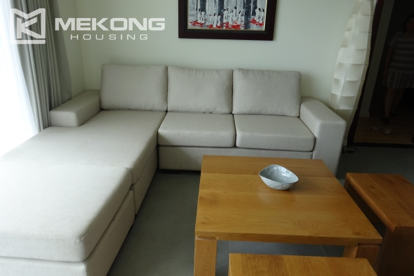 Beautiful lake view apartment for rent in Watermark Lac Long Quan 5